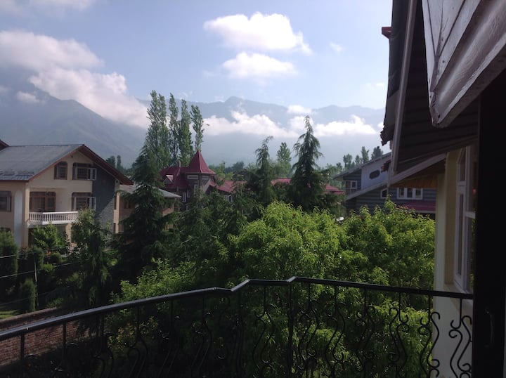 Beautiful homestay surround by mountain