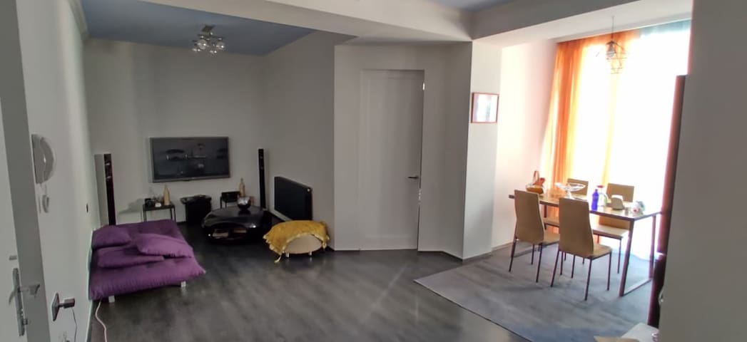 Sandro's apartment