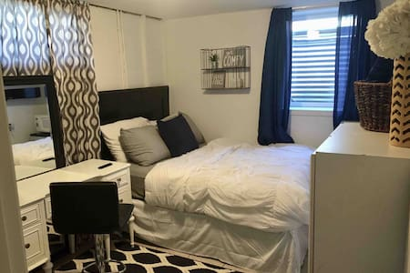 PRIVATE Entrance, Room, & Bathroom- Downtown GF!
