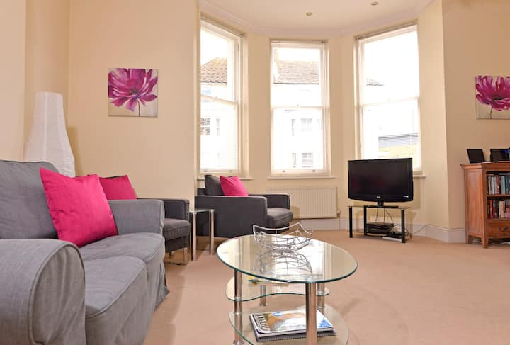 Cavendish Apartment - stylish & central two bed