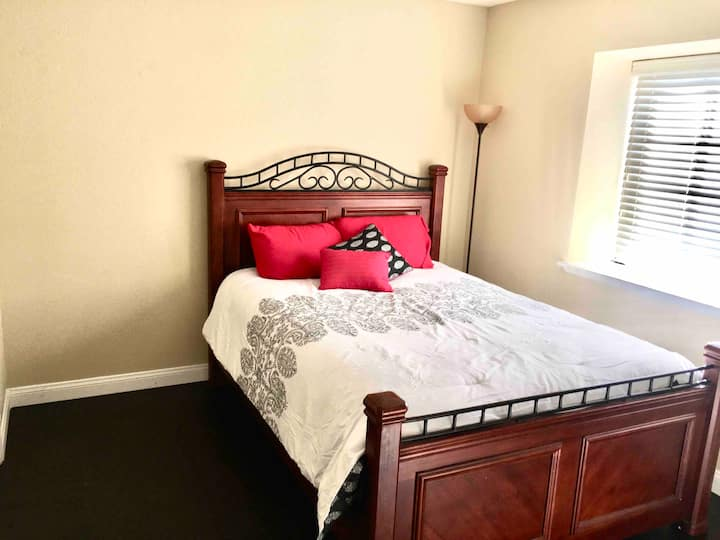 One bedroom Upstairs close to Fremont/ Strip