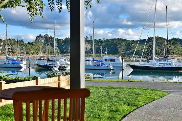 The Waterfront on Wade - 10m from the banks of the Estuary and 260m  over the water from Karepiro Bay