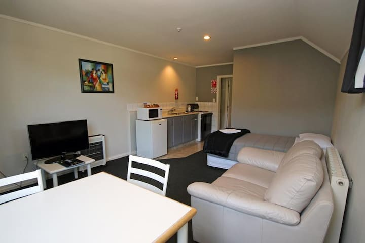 One Bedroom Apartment @ Champers Motor Inn - Lower Hutt - Other