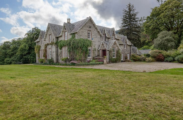 Country Estate perfect for families & celebrations