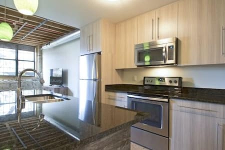 Private Loft minutes from Summerfest/downtown MKE - Milwaukee