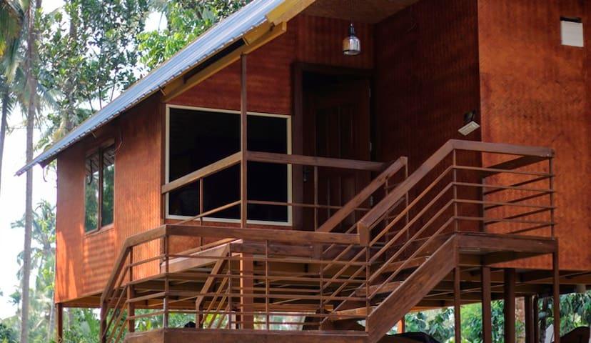TripThrill DJ River Meadows Twin Cottage