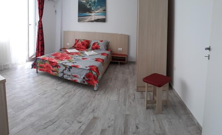 Apartament 2 camere la 50m de nisipul marii