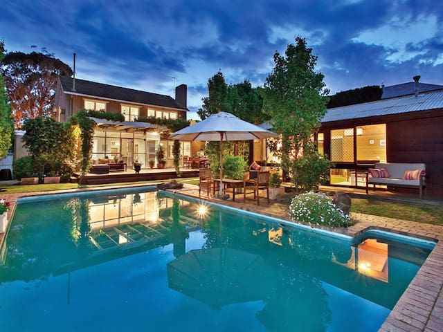 Inner Melbourne Luxury Holiday House with Pool