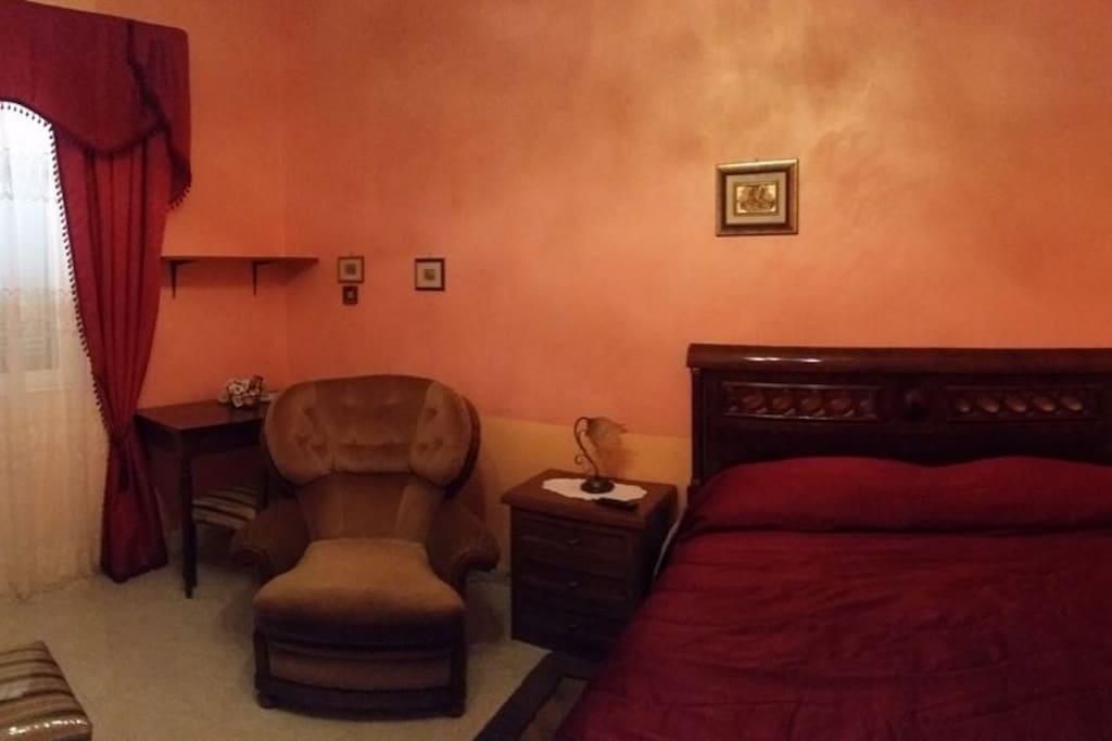 camera matrimoniale con bagno in camera CE centro - Bed & Breakfasts for ...