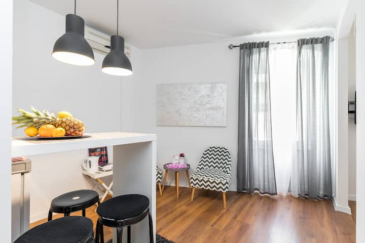Bright & FUNctional, 2 min to DIOCLETIAN'S PALACE