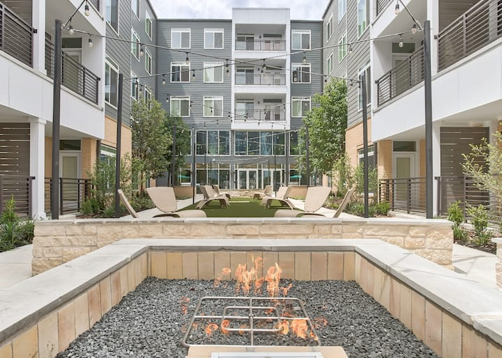 Riverwalk 1BR+1BA Suite + Patio,Garage,Gym,FirePit