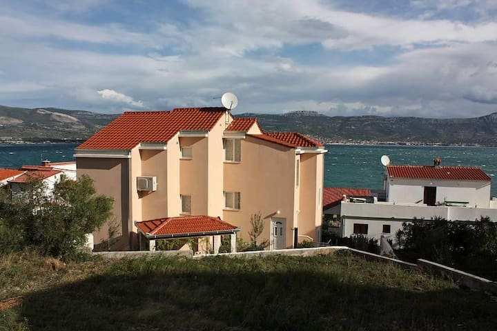 Two bedroom apartment with terrace and sea view Slatine, Čiovo (A-5217-b) - Slatine - Flat