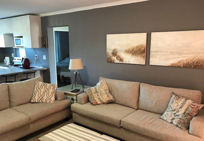 Self Checkin Apartment, Greenways Golf Estate