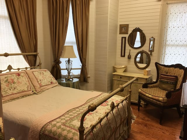 Ivory Pearl Suite In the Majestic Jewel
