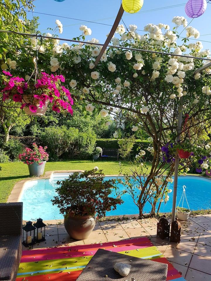 Studio dans maison piscine privée