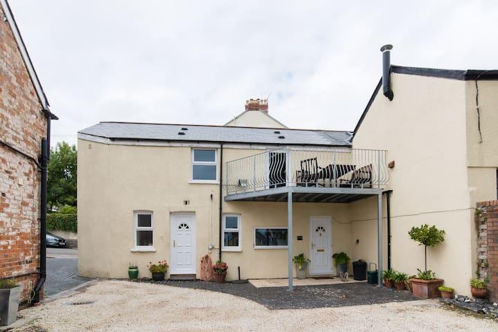 Private cottage with sea views Penarth centre