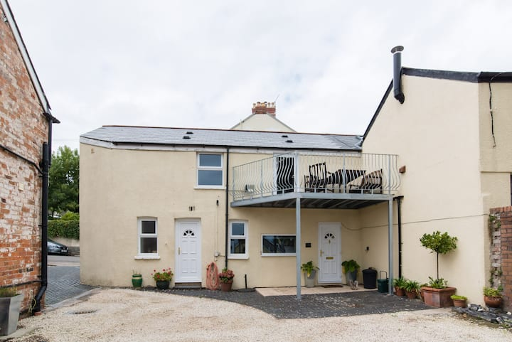 Private cottage with sea views Penarth centre