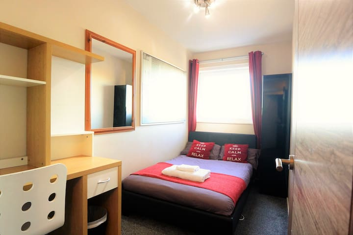 Central London City Double Room -Walk to Anywhere