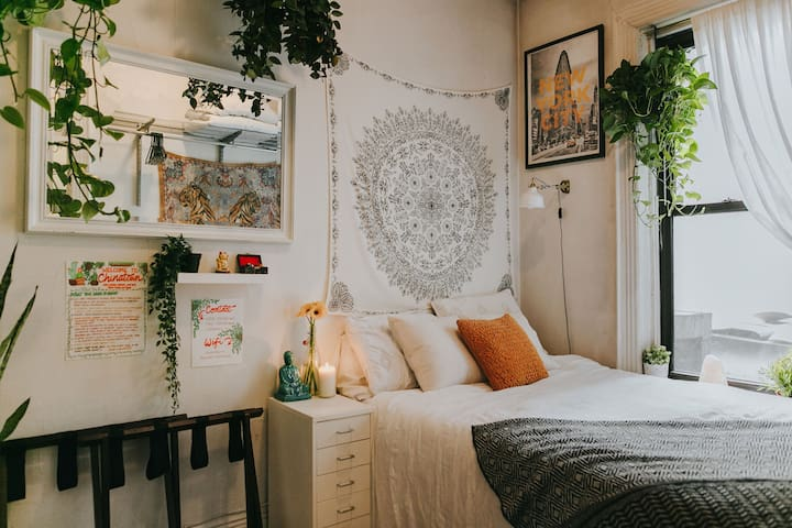 Cute Room in Boho NYC Apt: Quiet, Close to Trains!