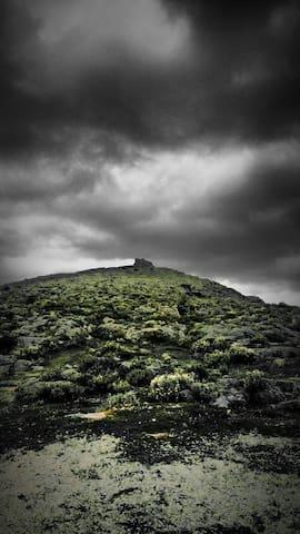 Μακεδονικός πύργος στην κορυφή του Ακόντιου Όρους