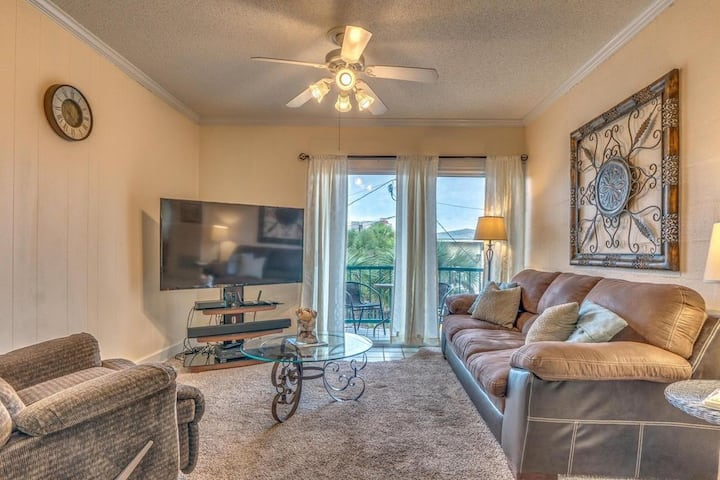 Beautifully decorated condo JUST STEPS TO BEACH!!