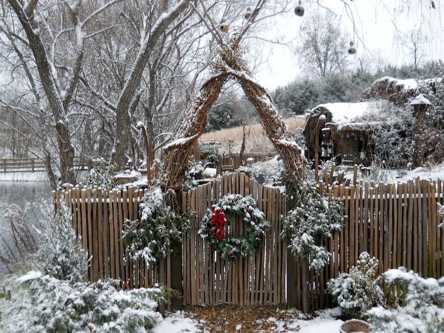 Our Old Fashioned Woodsy and Hobbity Winter decorations are second to none! Inside our Humble Hole in the Ground you will discover a truly magical sanctuary!