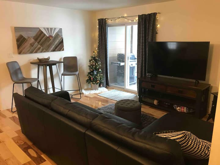 Cozy & Comfortable Updated 2 BDRM near Breck