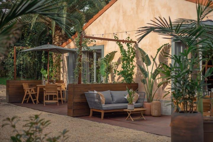 Sunny Eco Garden Hut in downtown Porto