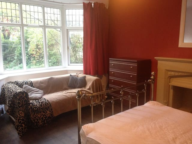 Large double room (with sofa) in quiet houseshare.