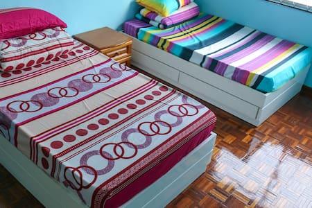 Convenient and Cozy Klang Bedroom - Klang - House - 1