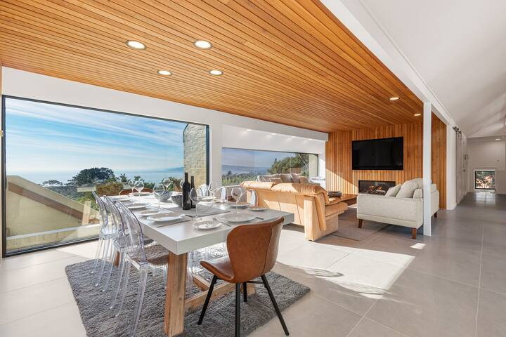 Kiah by the Bay - Stunning views, pool, fireplace