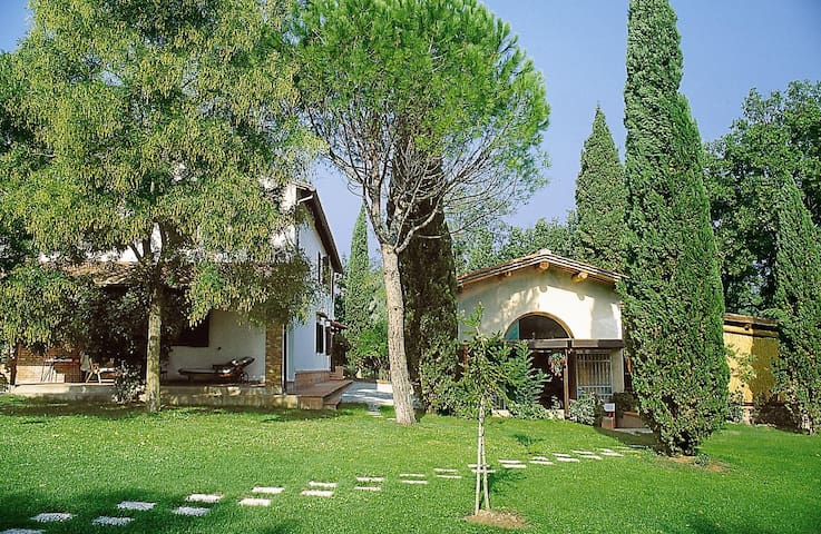 Hayloft with pool and views over the countryside - San Miniato - House