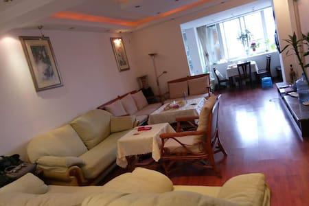 昆明盘龙江边公寓 - Kunming Shi