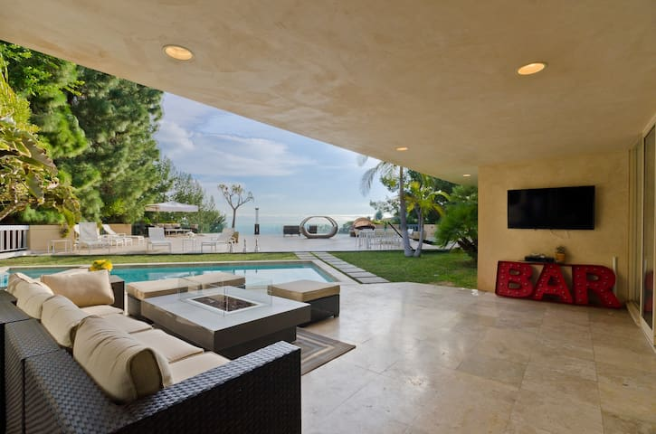 Modern 4 BR Beverly Hills home w amazing outdoor - Beverly Hills - Villa