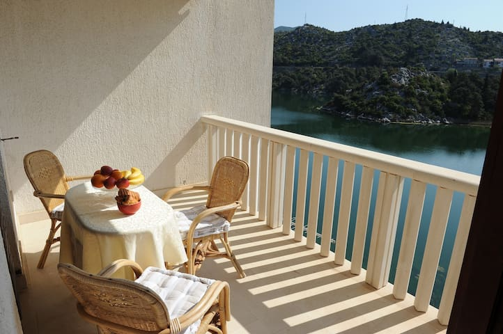 New! Lake apartment with stunning view - Ploče - Guest suite
