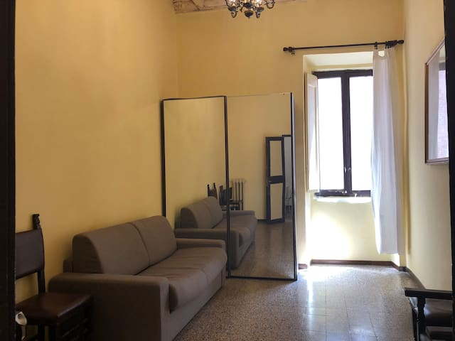 Comfortable two bdr flat in the heart of the city!