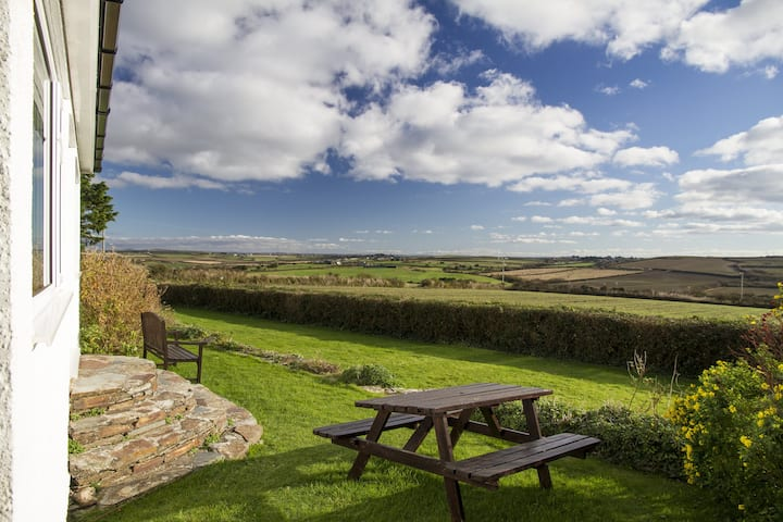 Holiday Home with Stunning views. Walk to beaches