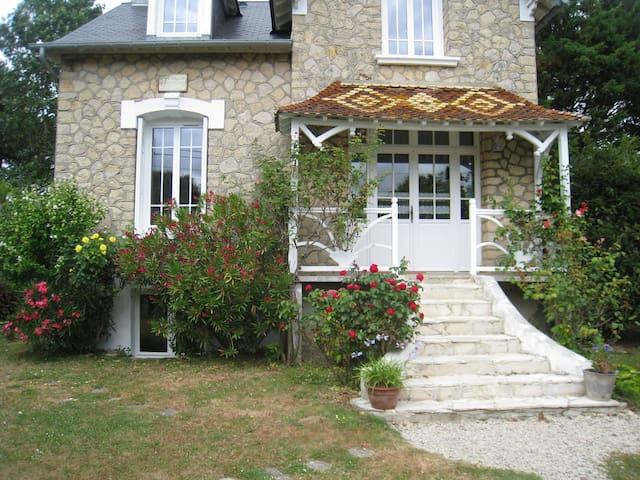 Maison normande à Juno beach - Bernières-sur-Mer - บ้าน