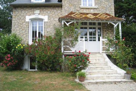 Maison normande à Juno beach - Bernières-sur-Mer - Hus