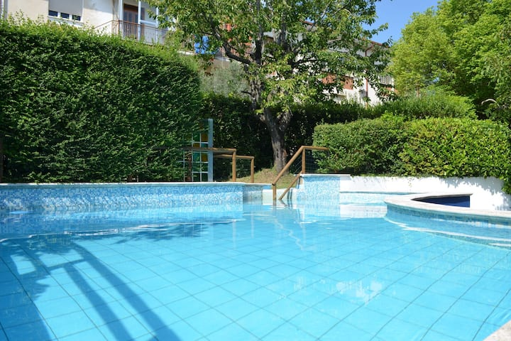Villa Boutique en Montescudo con Piscina