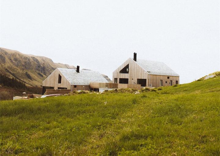 Stort hus med havutsikt ved Ervik og Vestkapp