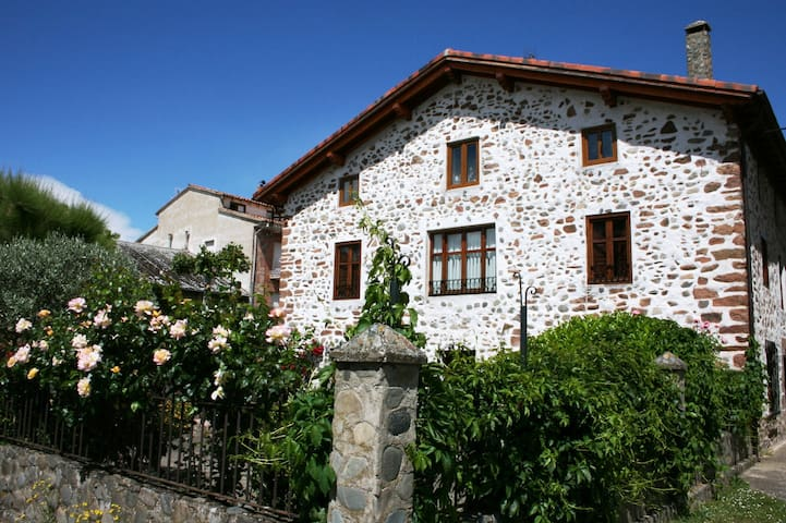 Preciosa casa con jardín en el centro de Ezcaray - Ezcaray