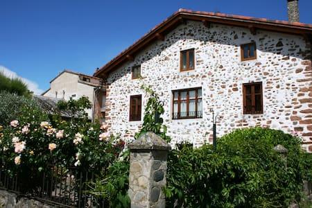 Preciosa casa con jardín en el centro de Ezcaray - Ezcaray - Rumah