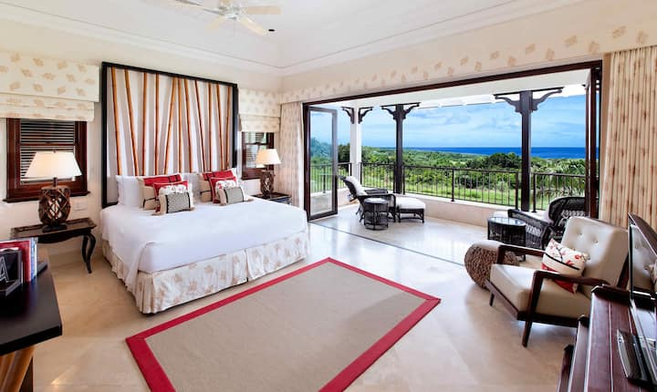 Luxury 3-Bed Villa with Pool & Fantastic Views.