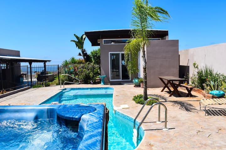 Modern Guest Suite with Private Pool and Jacuzzi