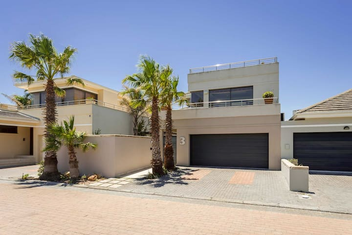 Elite ,upmarket Family home situated by the beach.