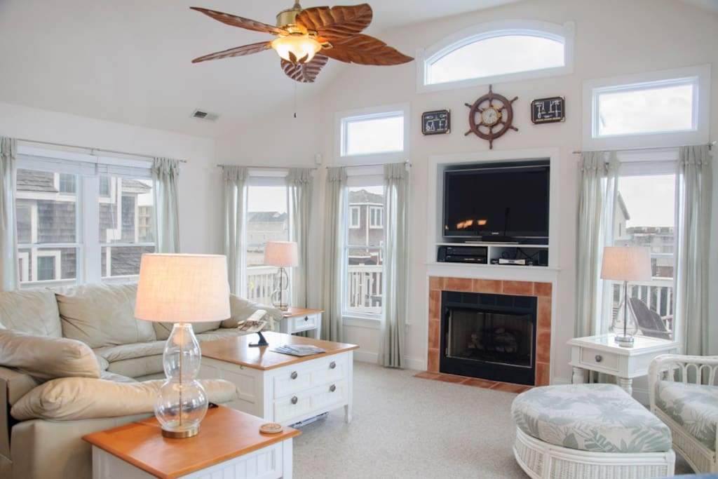 OW17: Mama Burt's | Top Level Living Area