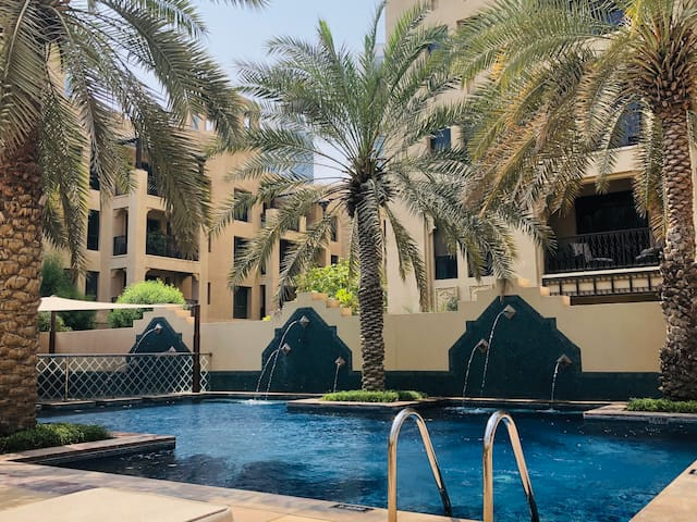 Amazing Downtown 2BR apt & Terrace near Dubai Mall
