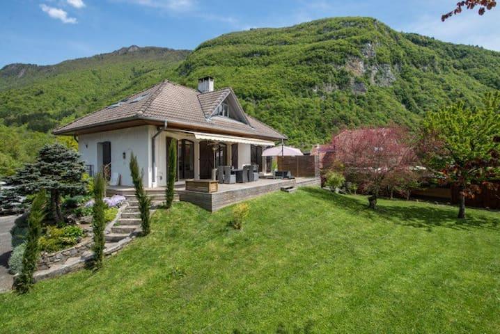 Maison calme proche lac Annecy - Doussard - Casa