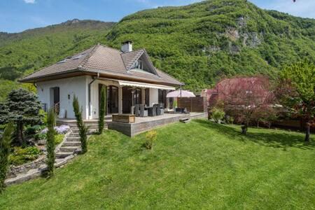 Maison calme proche lac Annecy - Dom